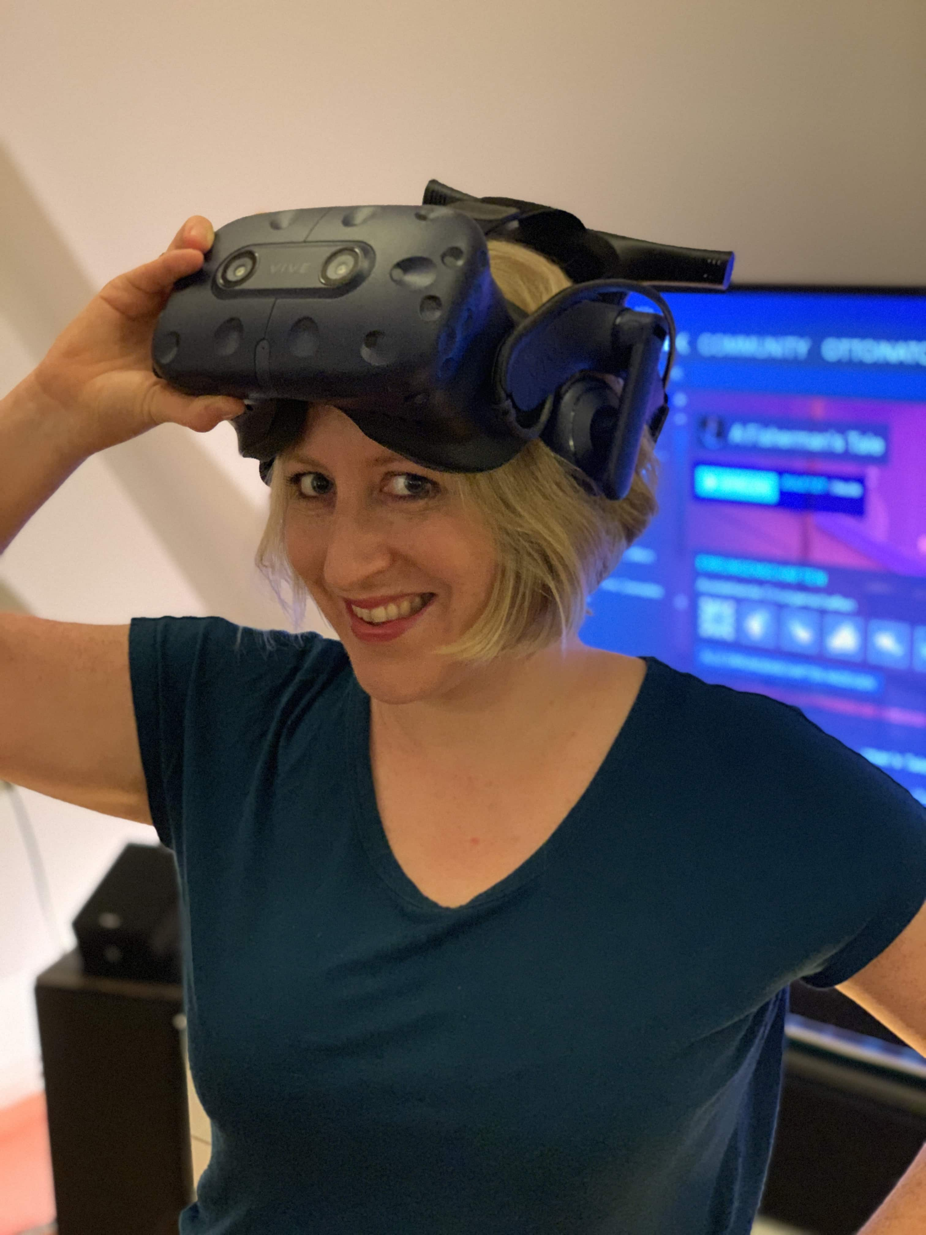 Pola Weiß writes on her blog VR Geschichten (vrstories.blog) about Storytelling in Virtual Reality, Augmented Reality and 360 degrees.