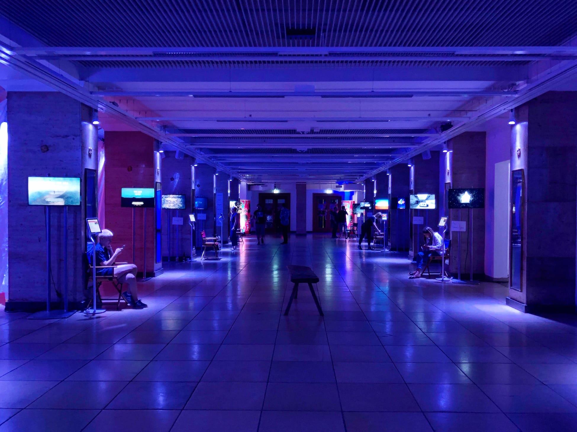 Virtual Worlds: Als Ausstellungsraum für die VR-Erfahrungen diente das Isarforum. © VR Geschichten/ Pola Weiß
