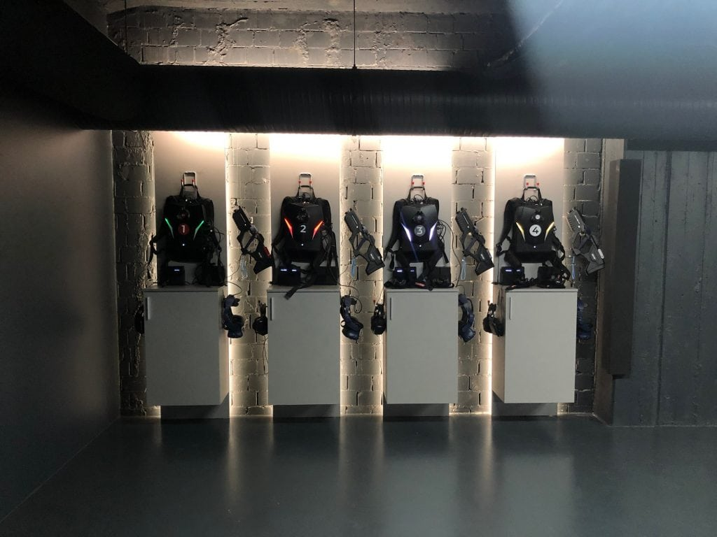 In den Arenen wartet die technische Ausrüstung auf mutige Spieler*innen. © VR Geschichten/ Pola Weiß