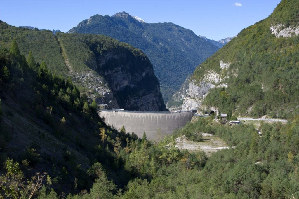 The Vajont dam in Italy, still standing today© Corradobarattaphotos, Dreamstime.com